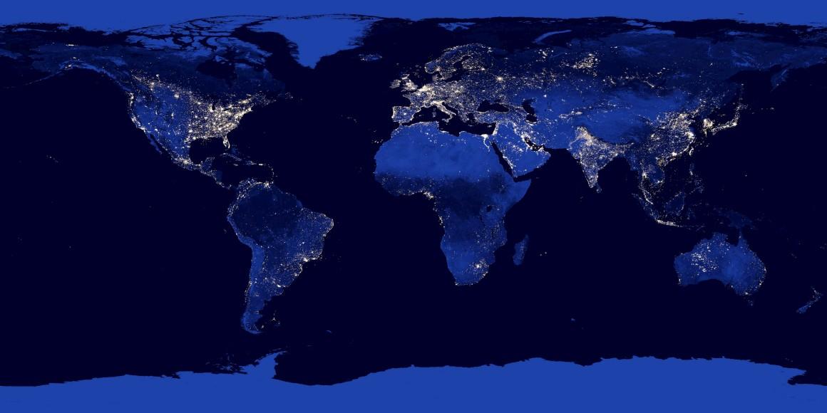O mapa nocturno com as regiões escuras e outras iluminadas